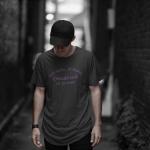 Produktbild T-Shirt kniet nieder... Osnabrück