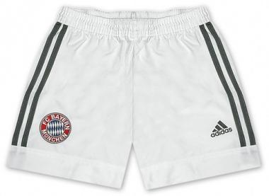 Short FC Bayern away 02-03